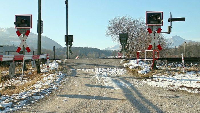 Mniej wypadków na przejazdach kolejowych