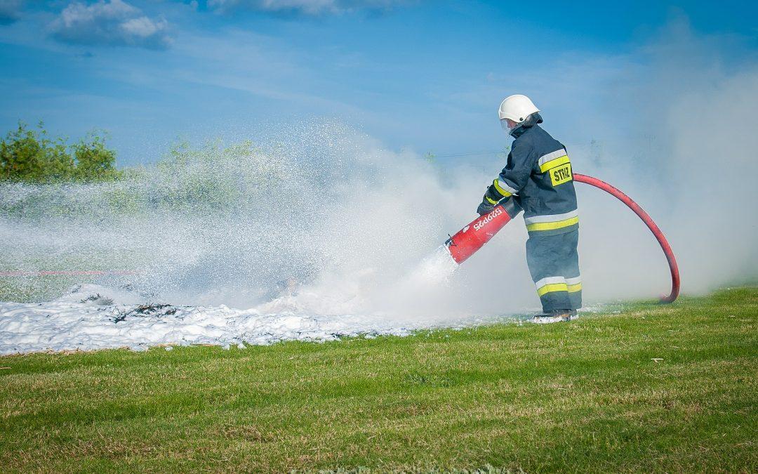 Kiedy nie można gasić pożaru wodą?