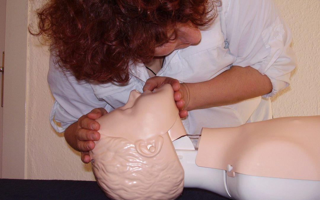 Osoba wyznaczona do udzielania pierwszej pomocy w zakładzie pracy
