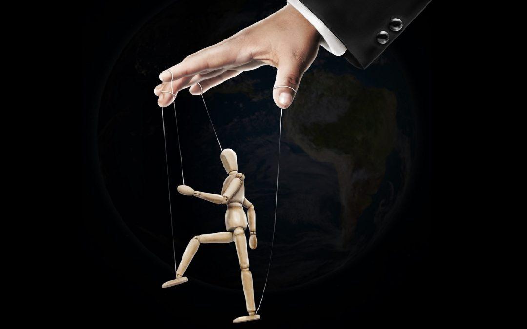 Jak sobie radzić z manipulacją w pracy?