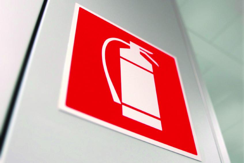 Stacja benzynowa: w jaki sprzęt gaśniczy powinna być wyposażona?
