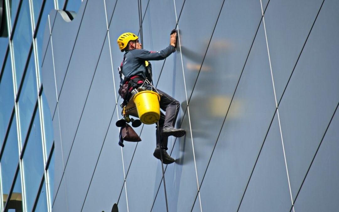 Jak ocenić, czy pracownik pracuje na wysokości?