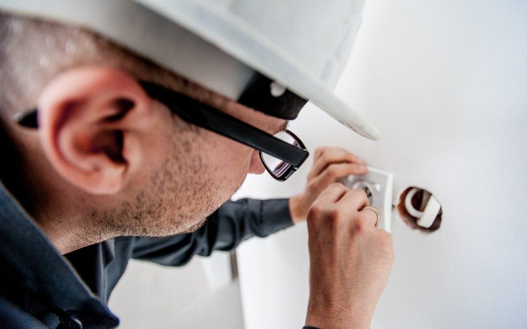 Terminy przeglądów okresowych instalacji elektrycznych niskiego napięcia