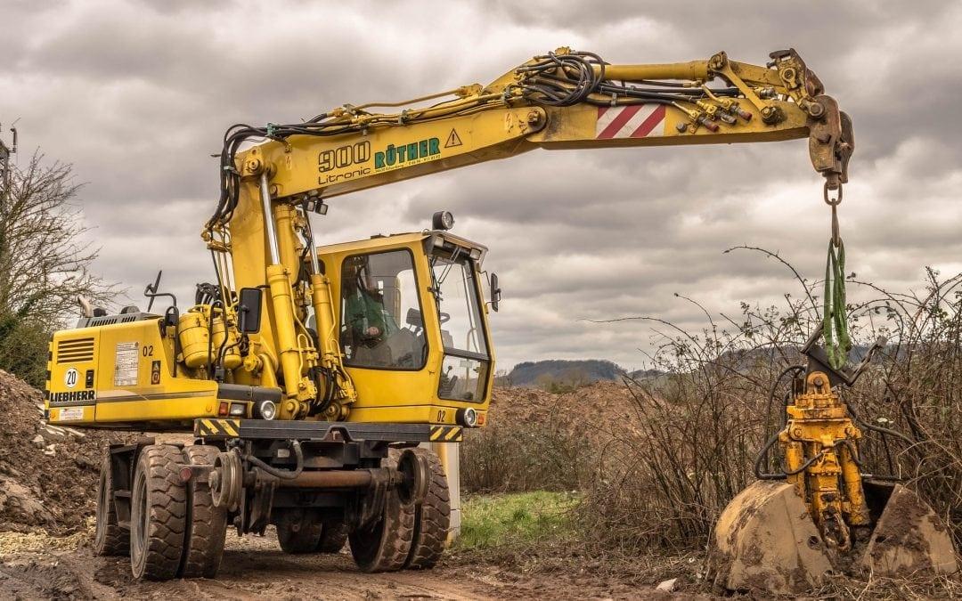 Bezpieczne użytkowanie maszyn do robót ziemnych podczas robót budowlanych
