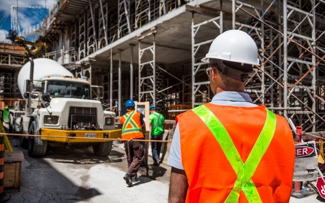 Standard BHP dotyczący obsługi maszyn do transportu i podawania betonu