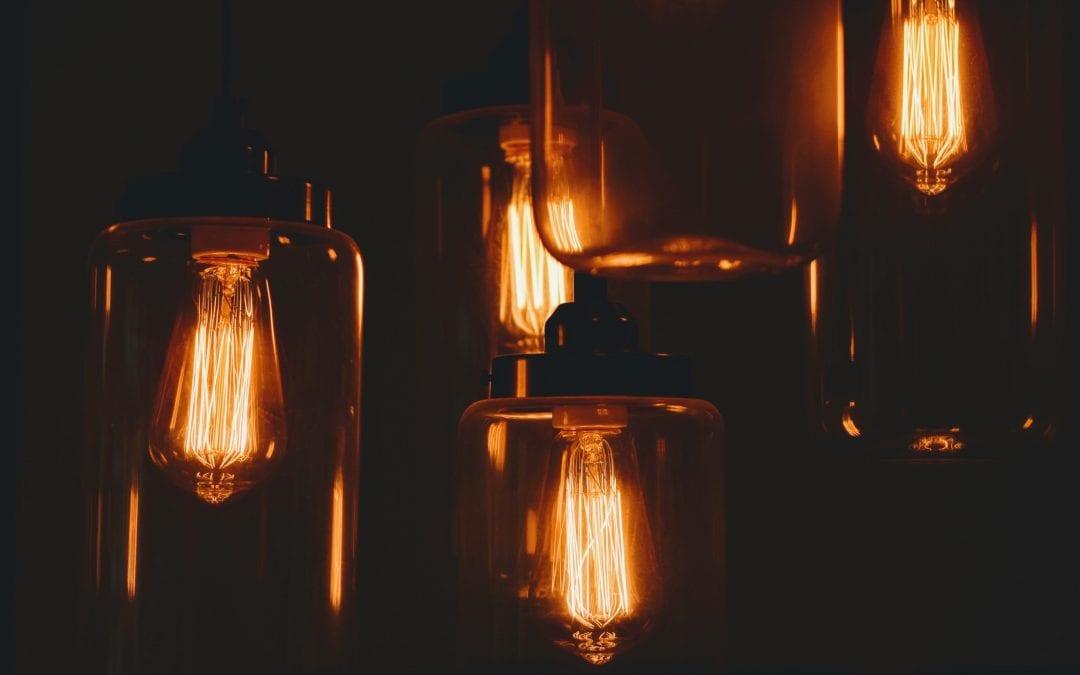 Kiedy oświetlenie może być zagrożeniem w zakładach pracy?