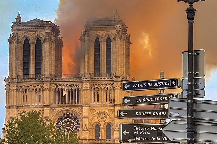 W obliczu pożaru Notre Dame – zasady ppoż. dla obiektów zabytkowych