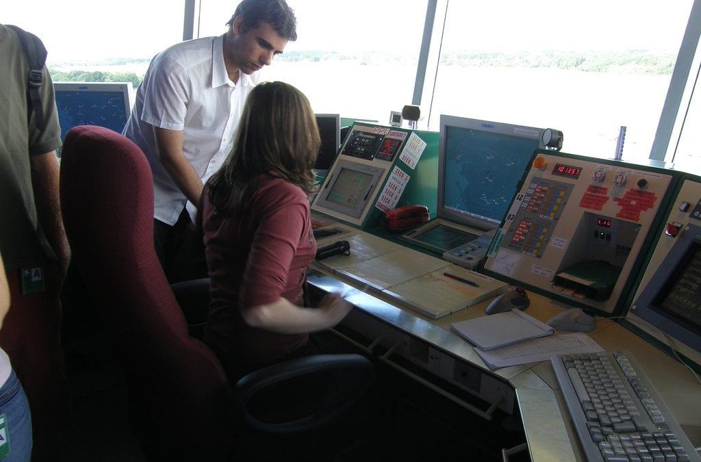 Warunki pracy kontrolerów ruchu lotniczego