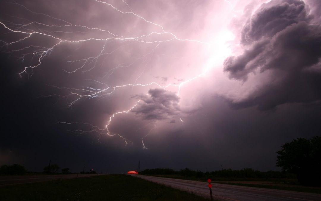 Bezpiecznie podczas burzy