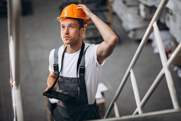 Co szósty wypadek przy pracy wynika z niskiej jakości szkoleń bhp