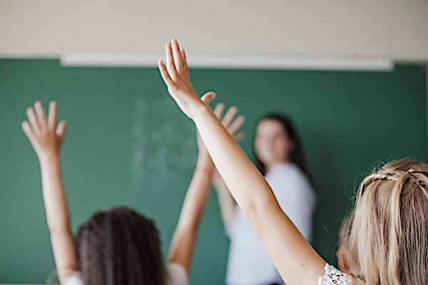 Przepełnione szkoły, a trudne do spełnienia obowiązki BHP i PPOŻ.