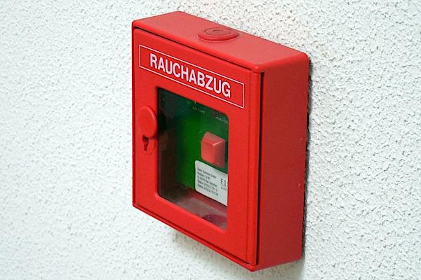 Systemy ochrony przeciwpożarowej w obiektach przemysłowych i magazynowych