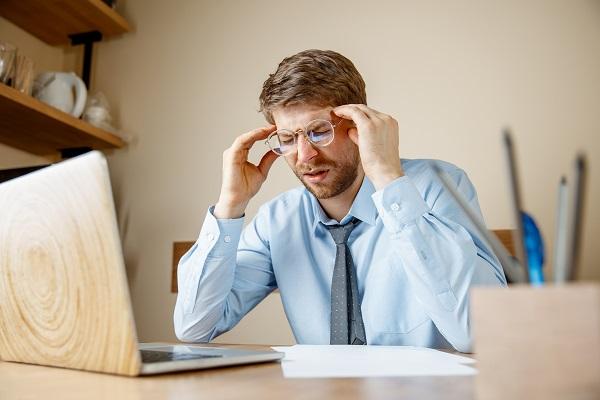 Migrena w pracy – jak z nią poradzić?