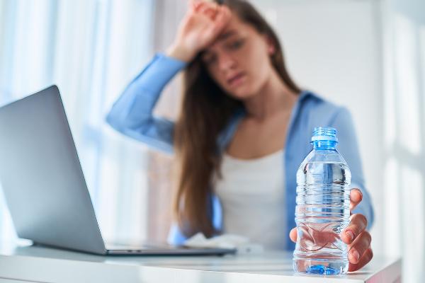 Chrońmy zdrowie podczas upałów – apel PIP do pracodawców